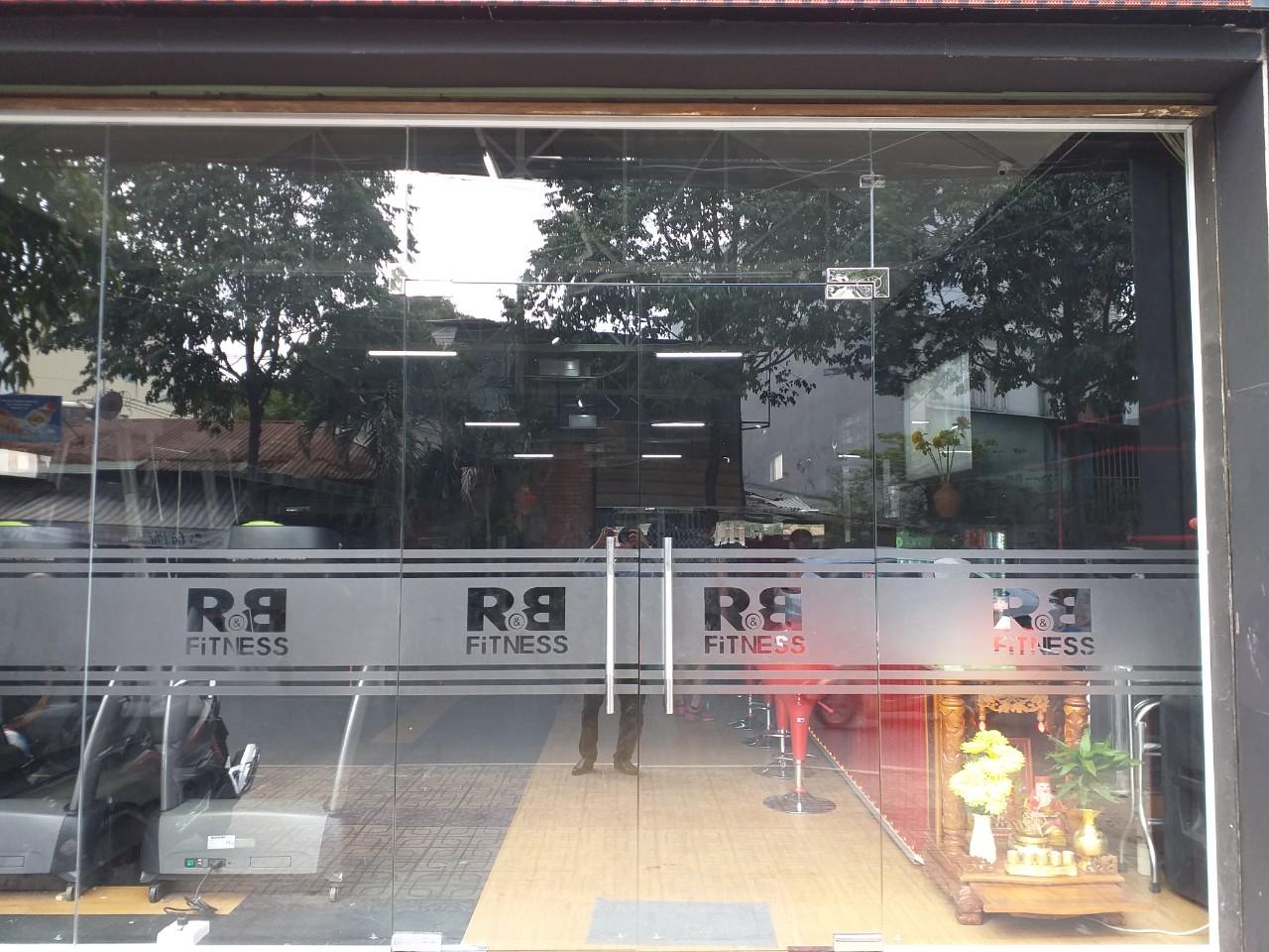 Cửa kính cường lực mở quay